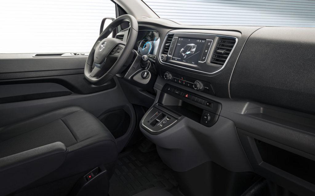 Opel Vivaro-e - wnętrze samochodu
