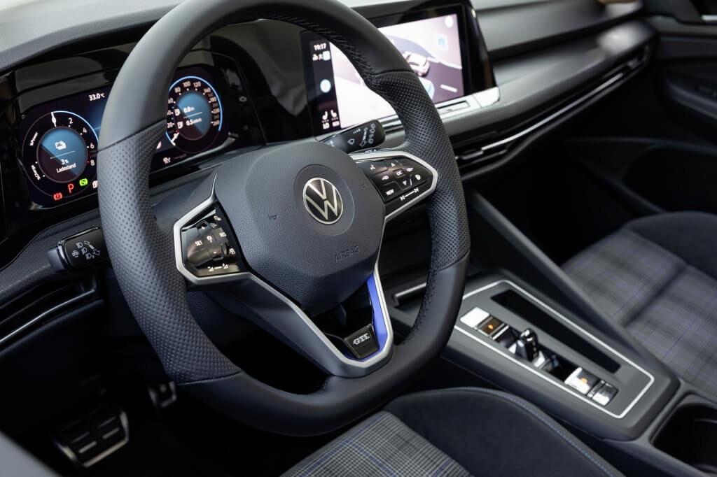 Kokpit i kierownica w Golfie GTE