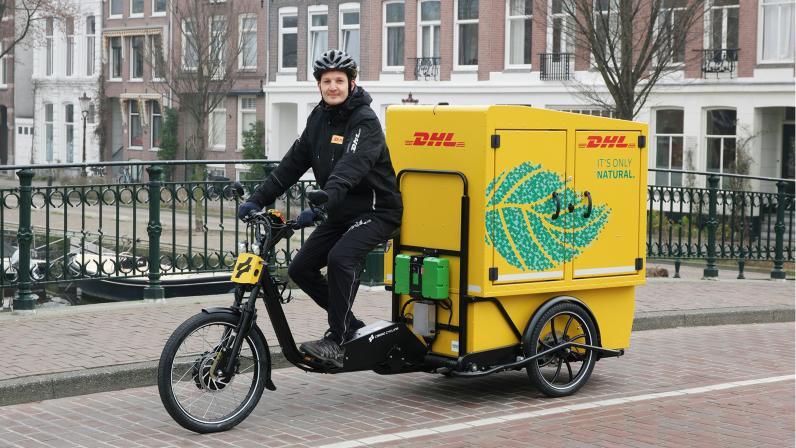 dhl rower cargo chariot.jpg