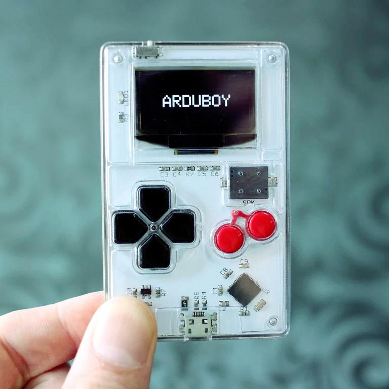 Arduboy, oryginalna wizytówka i miniaturowa konsola do gier, świetny pomysł na firmowe gadżety reklamowe