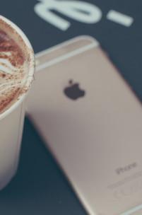 Bateria w iPhonie się nie ładuje? Zanim oddasz go do serwisu sprawdź jeden drobiazg