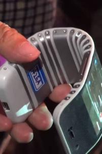 Lenovo prezentuje smartfon, który owiniesz wokół ręki i tablet, który złożysz jak papier