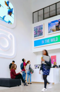 [Galeria] Nowe biuro Instagrama, które ma wyglądać jak... Instagram. Mamy zdjęcia!