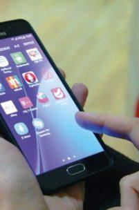 Polacy przyzwyczaili się do smartfonów – badanie