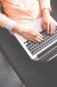 Jak zaoszczędzić na utrzymaniu domen?