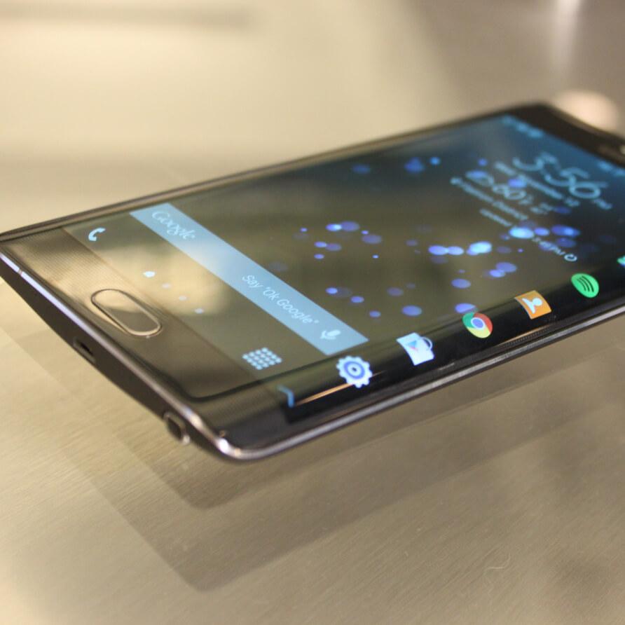 народ славится самсунг телефон с изогнутым экраном фото своеобразный