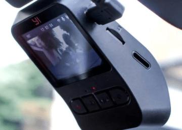 YI Mini Dash Camera - małe urządzenie, które może dużo
