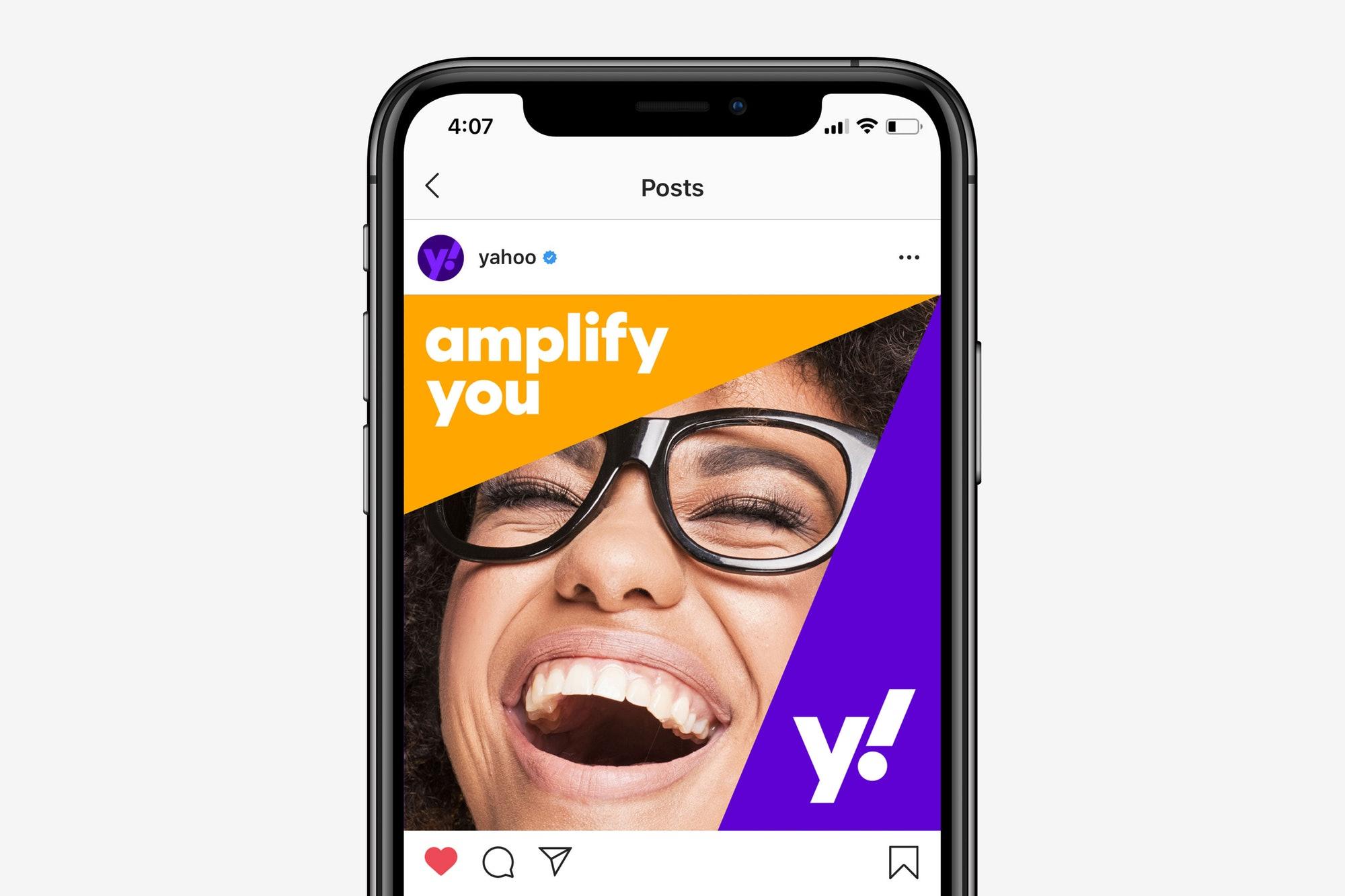 nowe logo yahoo! w social media
