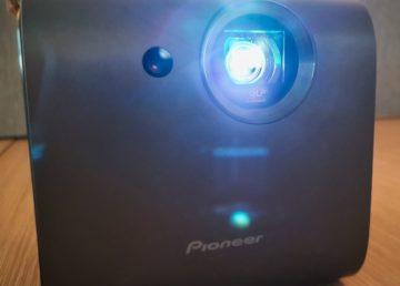 Pioneer SDA-RP100 to pierwszy prawdziwie przenośny projektor, który w dodatku świetnie gra!