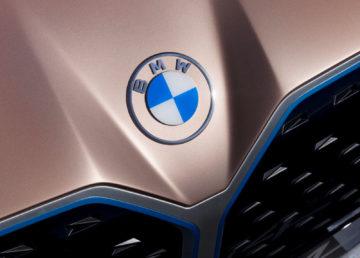 BMW zmienia logo po ponad 100 latach. Jest odważnie i niekonsekwentnie