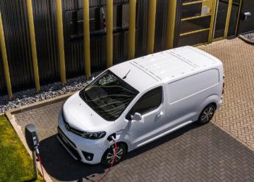 Toyota PROACE Electric: elektryczny dostawczak z gwarancją akumulatora na milion kilometrów